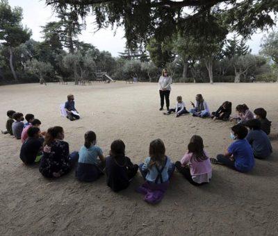 El coronavirus estimula las clases al aire libre en escuelas de Barcelona