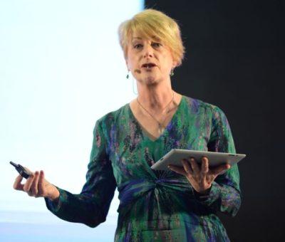 Rose Luckin: «No debe importarnos si la educación es presencial u online, si no si es buena o no»