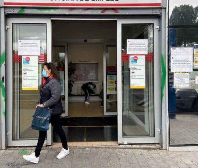 Hasta tres meses de espera para cobrar el paro: el SEPE desbordado por los ERTE