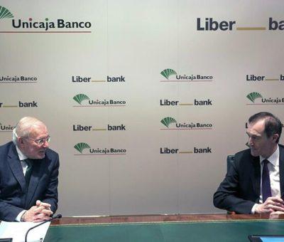 Unicaja y Liberbank, una fusión forzada abierta a integrarse con un tercero: «Todo es posible»