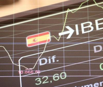 El Ibex tira la toalla y deja el ataque al 'gap' de los 8.375 puntos para 2021